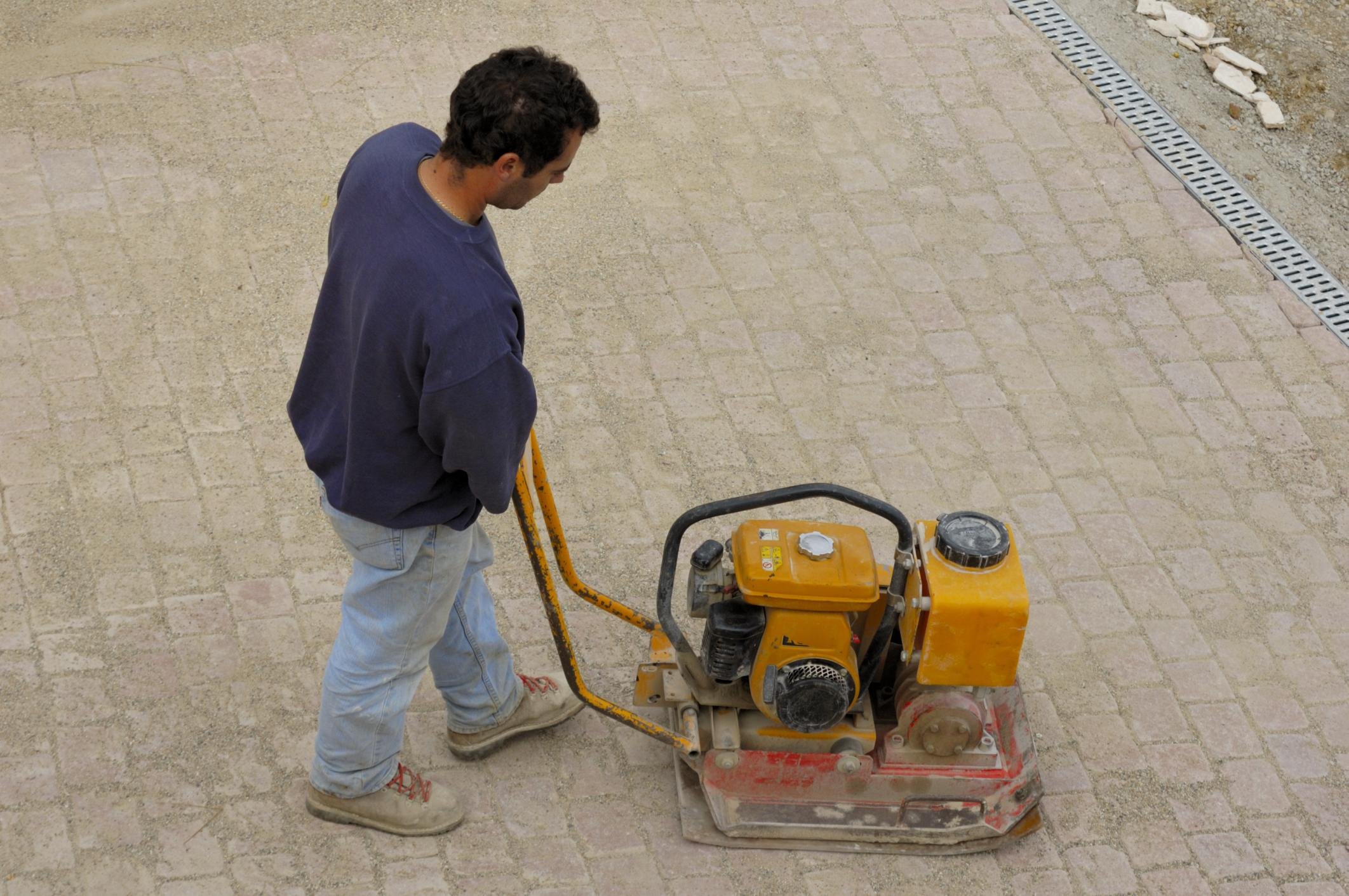 worker working on driveway san ramon concrete masonry services